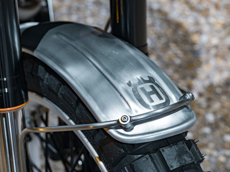 Custom Husqvarna Svartpilen 401 10