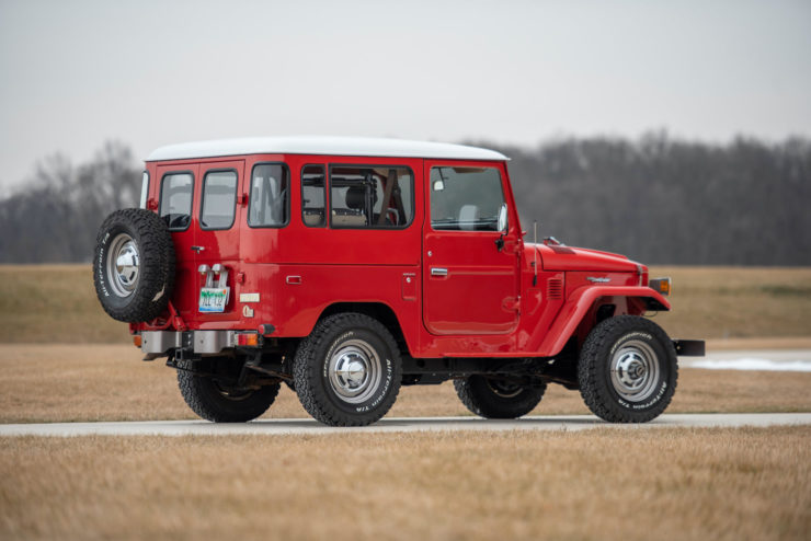 Toyota FJ40 Land Cruiser Back