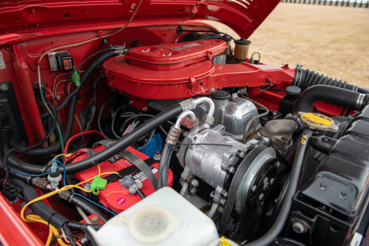 Toyota FJ40 Land Cruiser Engine 2