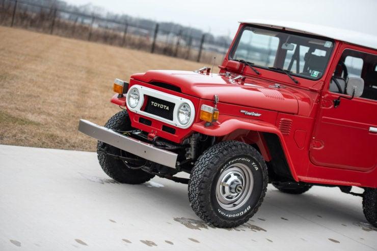 Toyota FJ40 Land Cruiser Front 2