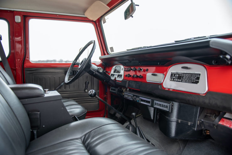 Toyota FJ40 Land Cruiser Interior