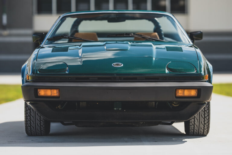 """Triumph TR8 – The """"English Corvette"""" And A Woefully Underrated British Wedge"""