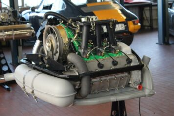 Porsche 911 2.4 MFI Engine