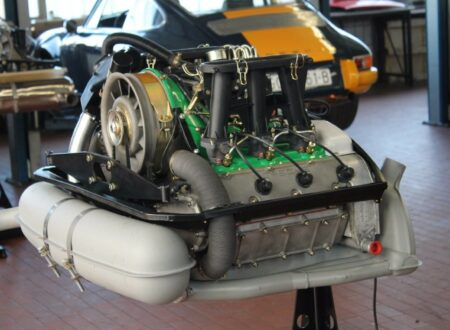 Porsche 911 2.4 MFI Engine