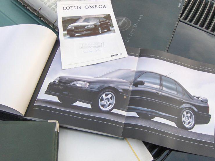Opel Lotus Omega Type 104 Books 3
