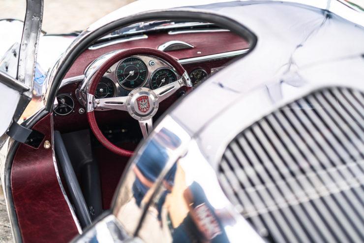 Runge RS010 Interior