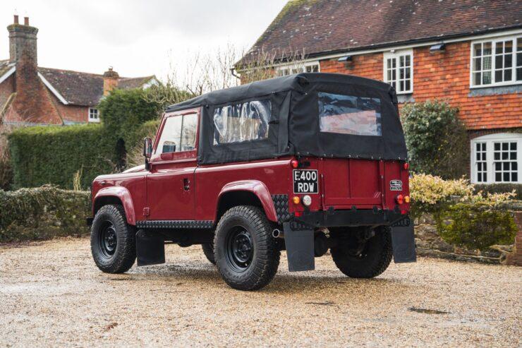 Land Rover Defender V8 1