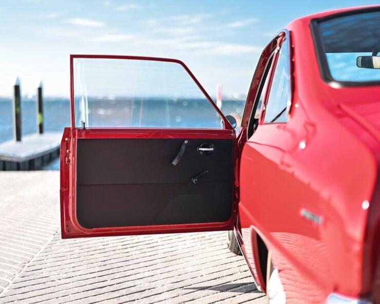 Mazda 1200 Coupe 10