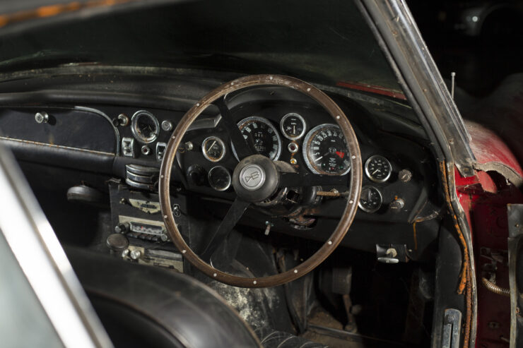 Aston Martin DB6 Vantage 3