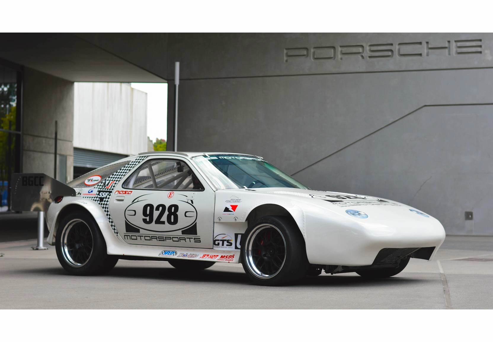 For Sale: A 1,114 hp Porsche 928 Land Speed Record Holder + Pikes Peak Racer