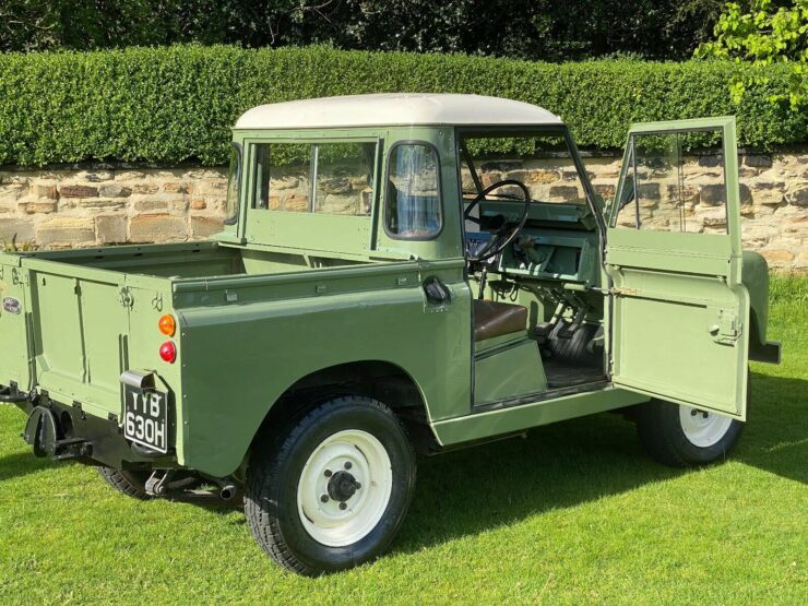 Land Rover Series 2A 6