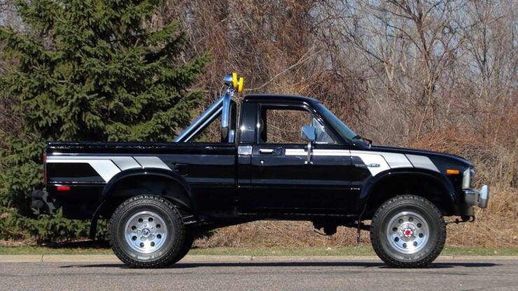 Toyota Hilux DLX Pickup Truck 1