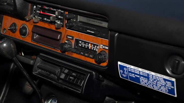 Toyota Hilux DLX Pickup Truck 17