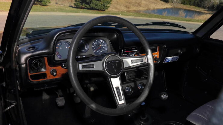 Toyota Hilux DLX Pickup Truck 18