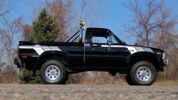 Toyota Hilux DLX Pickup Truck 22