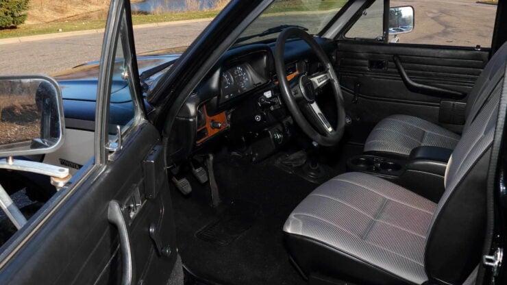Toyota Hilux DLX Pickup Truck 3