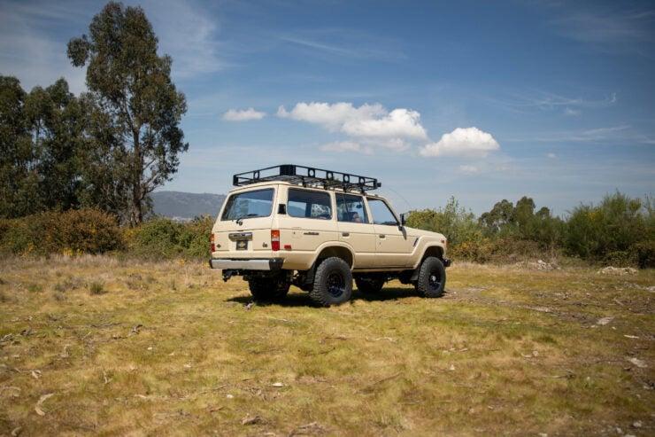 Toyota Land Cruiser FJ60 12