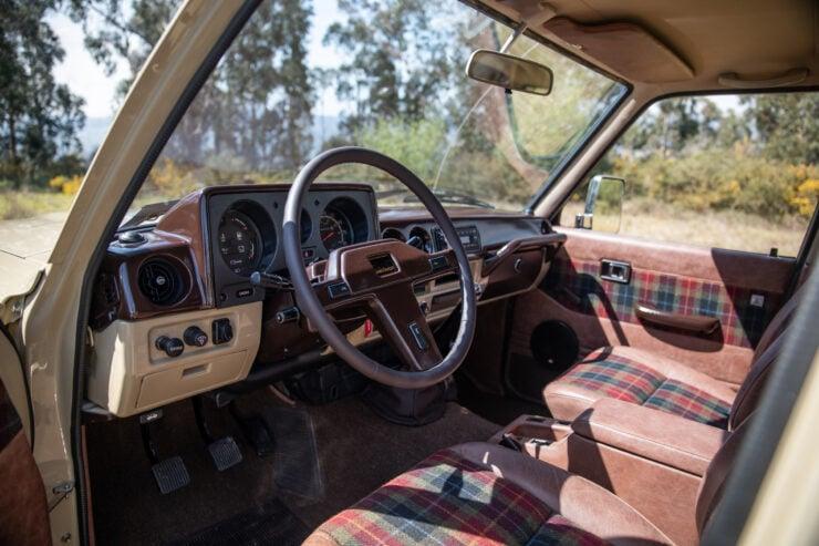 Toyota Land Cruiser FJ60 Interior