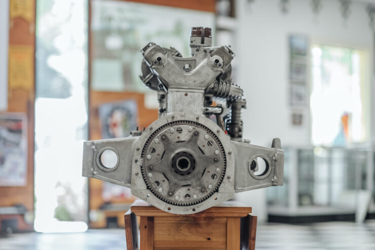 Alfa Romeo 8C Engine 4