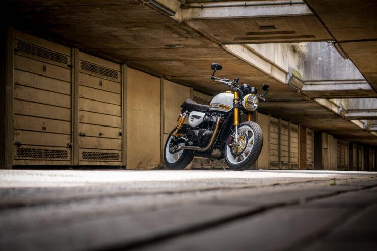 Custom Triumph Speed Twin 15