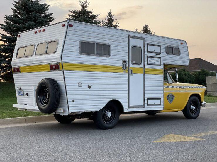Champer Checker Cab Camper 21