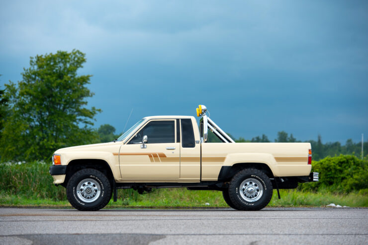 Toyota 4×4 Xtracab Pickup 4