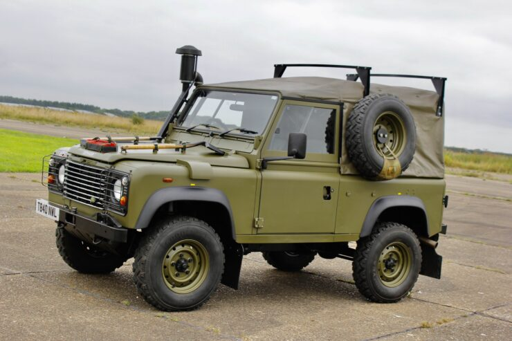 Land Rover Winter Water Wolf 1