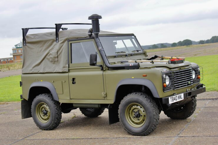Land Rover Winter Water Wolf 13